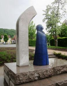 """Statyn """"Birgit"""" avtäcktes på Birgit Nilssons plats i Båstad den 17 maj 2013."""