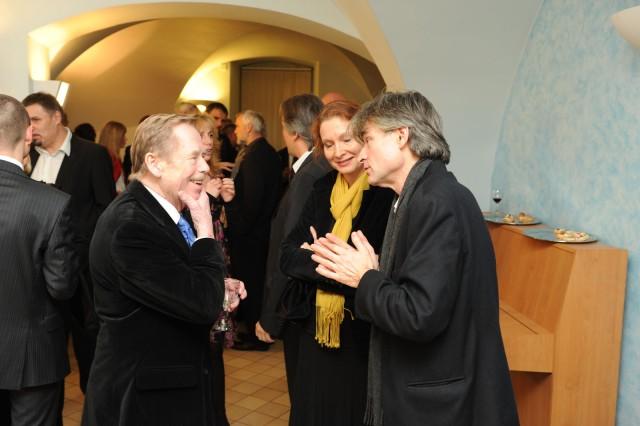 Václavem Havel och David Radok vid premiären av Odcházeni i Prag den 19 december 2008.