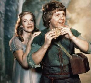 """Elisabeth Erikson och Håkan Hagegård i Ingmar Bergmans """"Trollflöjten"""" från 1974."""