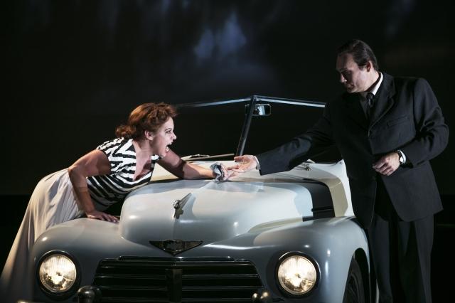 Nina Stemme (Alicia Hauser), John Lundgren (Devlin), GöteborgsOperan. Foto: Mats Bäcker.